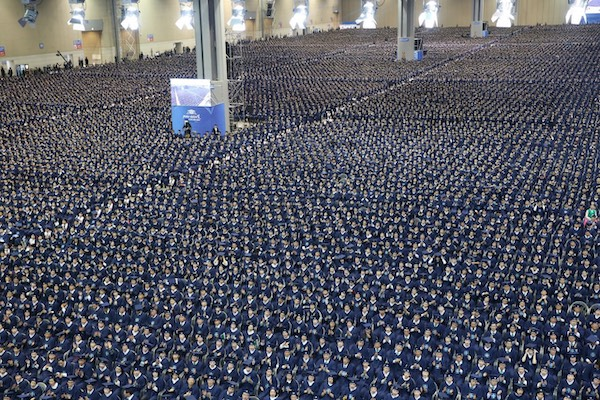 "KoreCumhuriyeti'ndeki ""Shincheonji Kilisesi"" 100.000 kişi mezun etti."